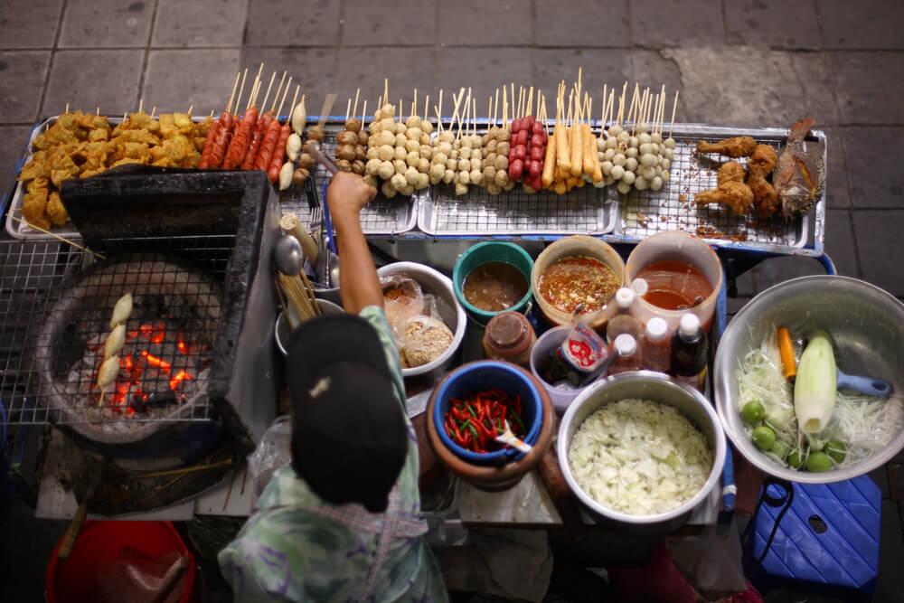 5 Tips Makan Street Food Tanpa Khawatir Sakit Perut