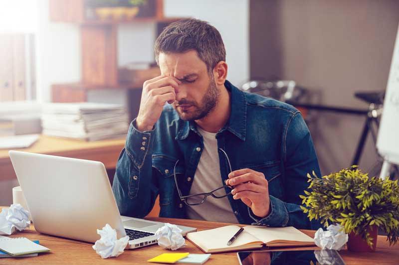 Kamu Seorang Workaholic? Ini 5 Tips Agar Tetap Bisa Traveling