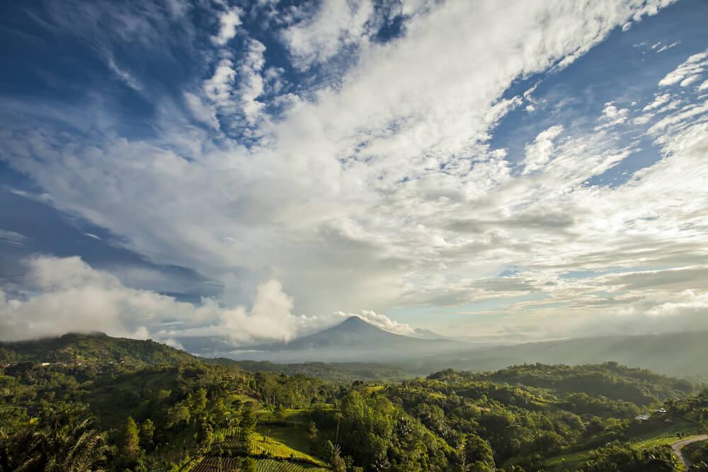 Nikmati Spot Indah di Puncak Gunung di Sulawesi